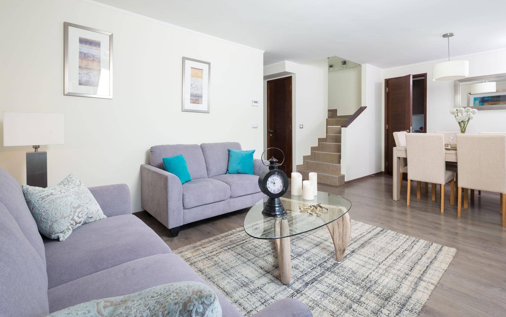 living-comedor-escalera Condominio Versalles
