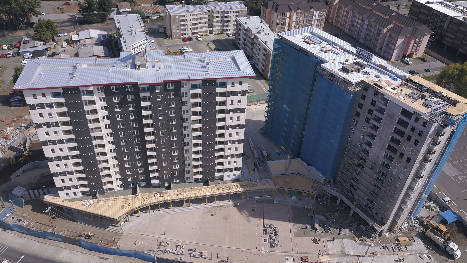 Plaza Parque Los Poetas en construcción